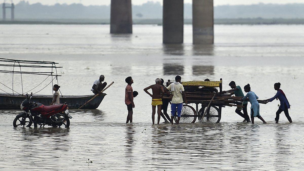Los expertos estiman que la intensidad y la frecuencia de las lluvias monzónicas anuales en India, que tienen lugar de junio a septiembre, se ven reforzadas por el cambio climático. AFP