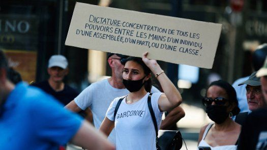 Certificado covid-19 es rechazado por mayoría de franceses