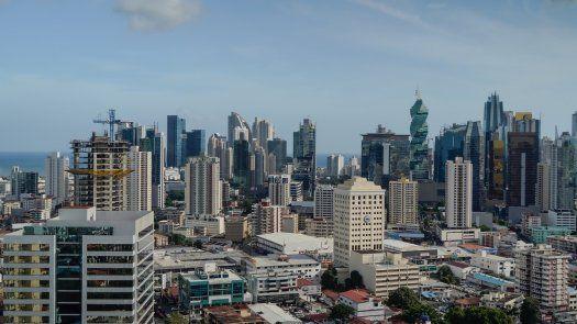Economía de Panamá sigue afectada por restricciones