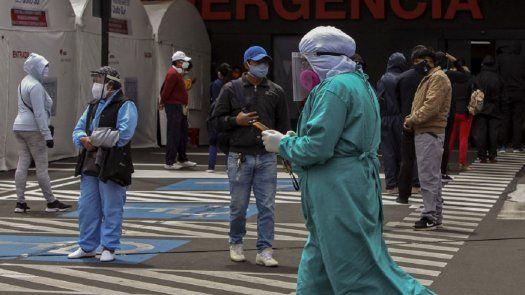 Entre los países más golpeados, Perú registra la mayor tasa de mortalidad. AFP