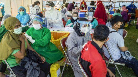 La OMS insta a los países a acelerar los procesos de vacunación ante la agresiva llegada de la variante Delta. AFP